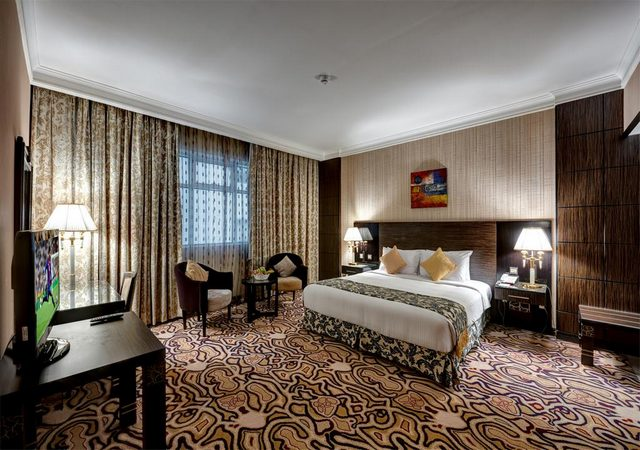 فندق قصر الشارقة نال تقييمات جيدة وهو واحد من فنادق الشارقة القريبة من دبي