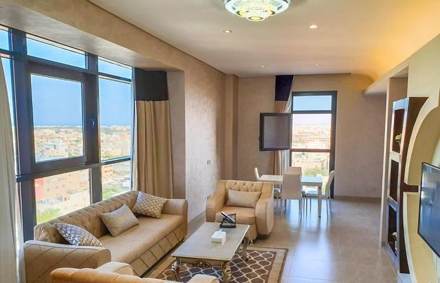 يعد فندق ذا فيفتي إيت من افضل فنادق الكويت للعائلات وأجملها إطلالةً
