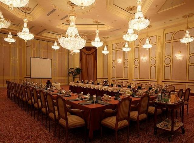 يتميّز فندق اوبروي المدينة المنورة بمرافقه الفارهة والمناسبة للحفلات والاجتماعات المهمة