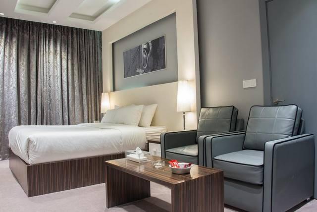 موقع الفندق بجوار المعالم السياحية عامل هام في ارتفاع سعر فندق عن غيره من فنادق الرياض واسعارها