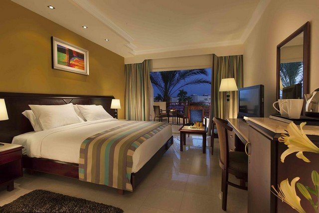 عند حجز فنادق شرم الشيخ خليج نعمة ننصحك بفندق كيروسيز الذي يقدم أنشطة ترفيهية متنوعة