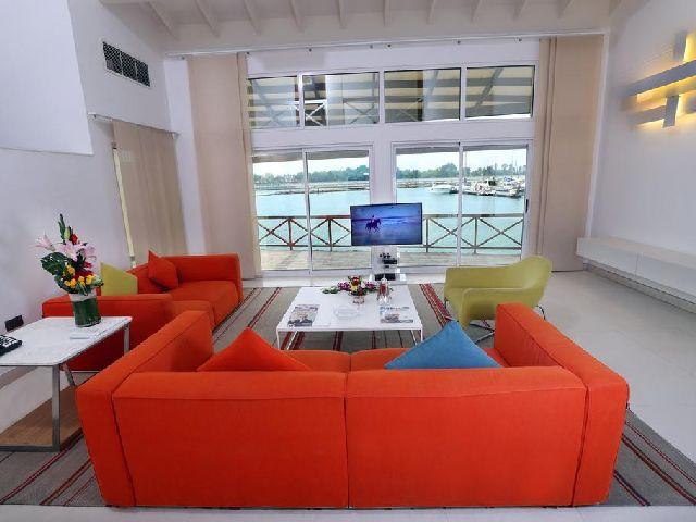 غرفة معيشة في أحد غرف شاليه البندر البحرين