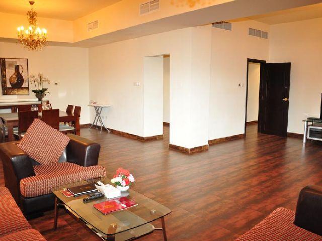 غرفة معيشة في فندق المنزل بالبحرين الرائع