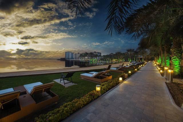 يُعد منتجع الريف البحرين من افضل فنادق البحرين بسبب موقعه المُميّز