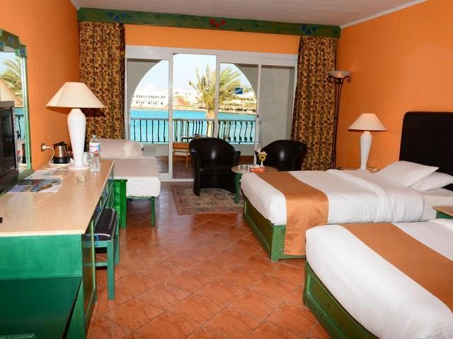 يوفر فندق ارابيا ازور بيتش ريزورت الغردقة غرف وأجنحة بأسرة مريحة وبتجهيز ممتاز