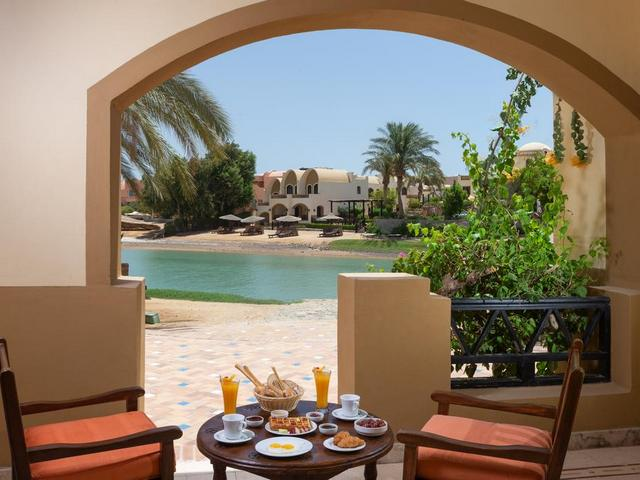 تعرف على الشاطئ الخاص بـ فندق دوار العمده الجونة