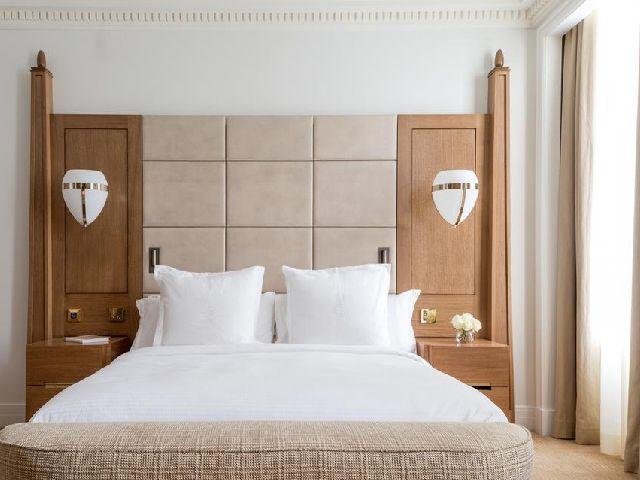 سلسلة فورسيزون لندن الشهيرة وفندق فور سيزونز لندن أت تين ترينيتي سكوير الرائع من بينها