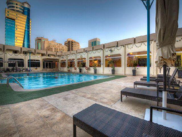 مسبح فندق جولدن توليب البحرين المناسب للعوائل والأشخاص