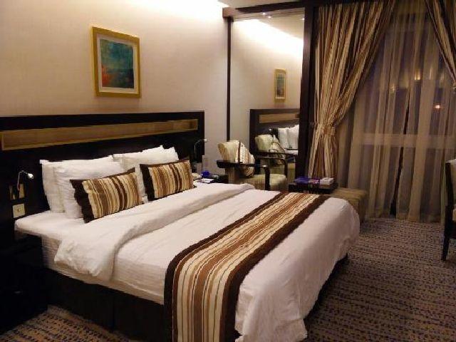 أناقة غرفة قياسية في فندق جولدن توليب البحرين