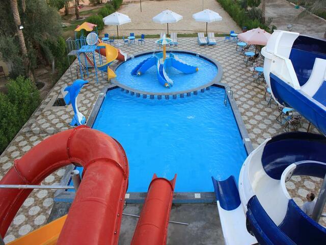 يتميز جراند بلو سانت ماريا الغردقة بوجود مسبح واسع بالإضافة للألعاب المائية فيه