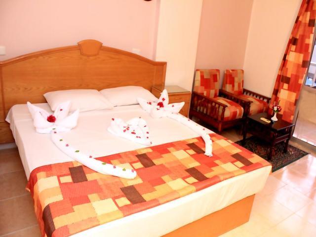 تتوفر مجموعة متنوعة و مناسبة لكل الأحجام من غرف الإقامة في فندق جراند بلو اكوا بارك الغردقة
