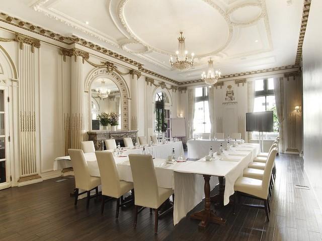 يوفر فندق غراند رويال لندن هايد بارك مرافق اجتماعات راقية