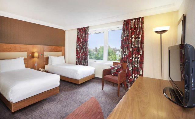 يمتاز تقرير عن فندق هيلتون اولمبياد لندن بغرفة الواسعة