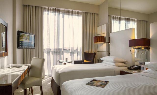 افضل فندق قريب من مطار الشارقة للعوائل لراغبي الإقامة الراقية والخدمات المُميزة