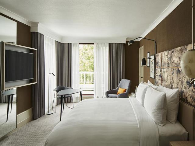 تتمتع الغرف القياسية في فندق ماريوت لندن ريجنت بارك بتصميم مميز و عصري.