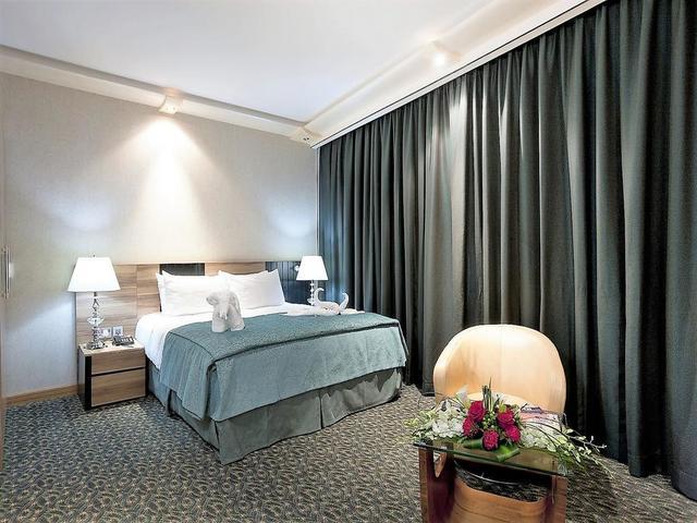 اختر فندقاً مميزاص في المنامة يجمع بين تصميم كلاسيكي حديث و غرف واسعة. اختر فندق اليت كريستال البحرين.