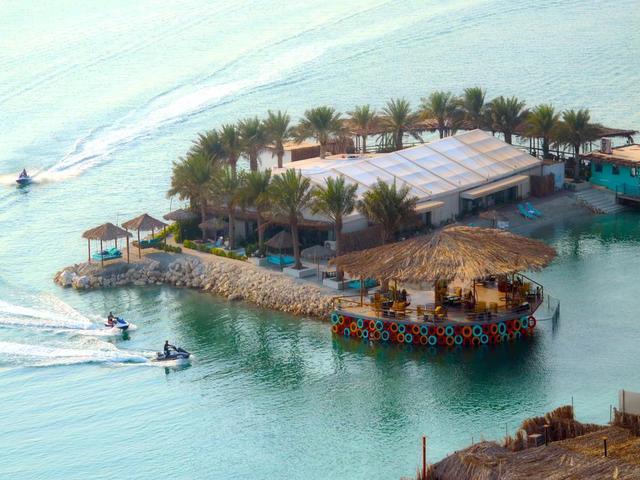استمتع الإطلالات الساحرة في لاغونا بيتش البحرين واحد من افضل فنادق المنامة.