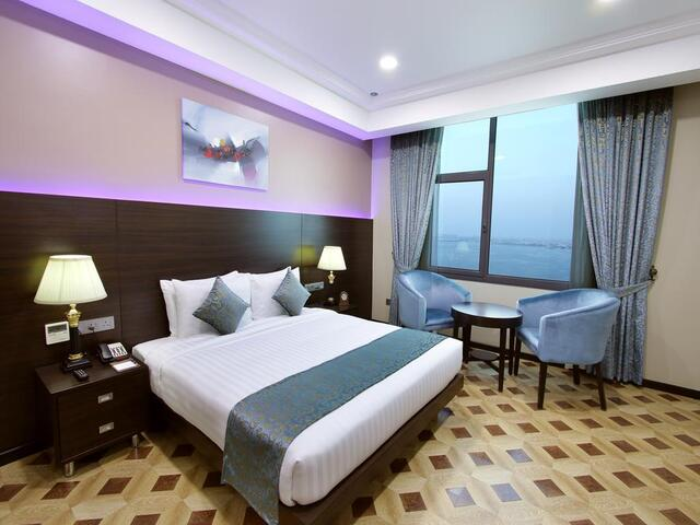 استمتع بغرف إقامة أنيقة و خدمت مميزة في فندق بارك ريجيس لوتس.