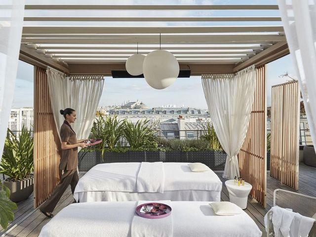 بإمكانك الاستمتاع بالعديد من المرافق الترفيهية التي تقدمها مندرين اورينتال باريس