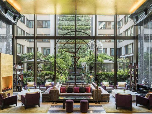 مندرين اورينتال باريس يضم غرف وأجنحة فسيحة تناسب العوائل