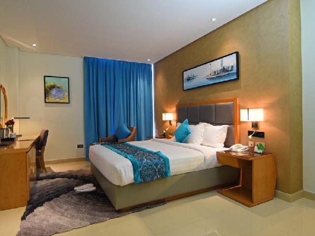 غرفة تتسع لشخصين في داخل فندق مشعل البحرين