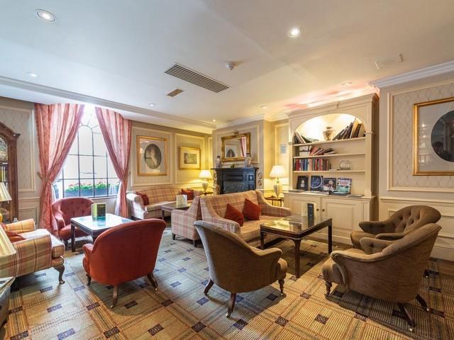 يعتبر فندق بارك لين ميوز لندن من الفنادق المميزة حيث يوفر أماكن إقامة مُريحة