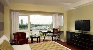 يتميز فندق بارك بلازا لندن ريفر بانك إطلالاته المميزة