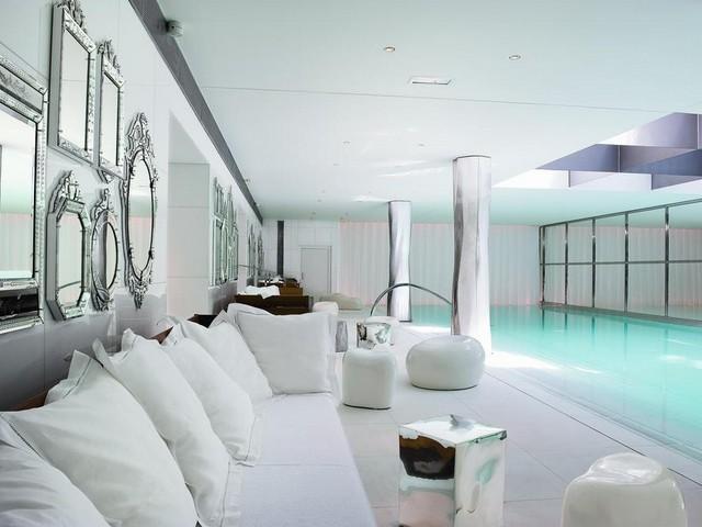 حمام سباحة ومرافق سبا وعناية في فندق رافلز باريس الرائع