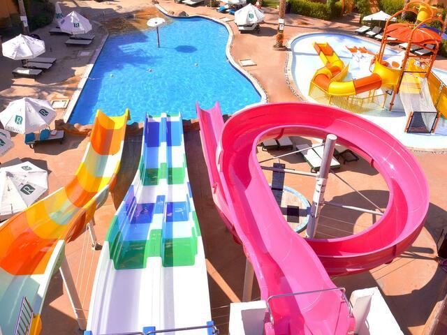 تتوفر مجموعة مميزة من الألعاب المائية في فندق ريحانة ريزورت شرم الشيخ