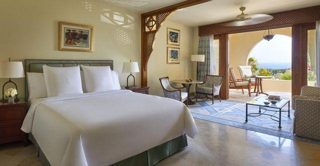 يُمكنكم التعرّف على 7 من افضل فنادق خليج القرش شرم الشيخ للشباب والعوائل والعرسان بتقييمات عربية مُرتفعة