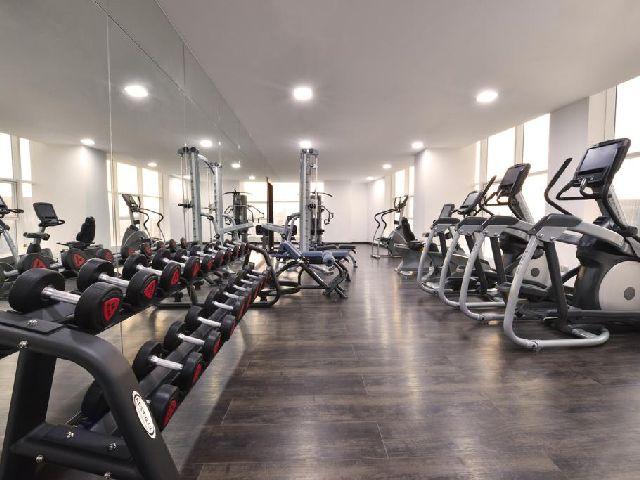 يحتوي فندق سويس البحرين على نادي رياضي رائع