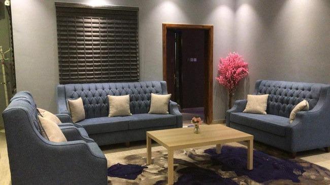 منطقة جلوس قمة في الرُقي بأحد أفضل فنادق بالباحة