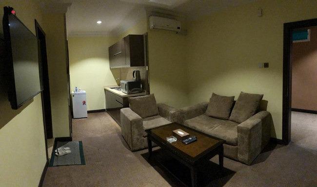 مرافق شاملة مع غُرفة جلوس رائعة في افضل فنادق الباحة