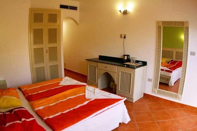 غُرف قياسية رائعة ونظيفة في افضل فنادق في دهب