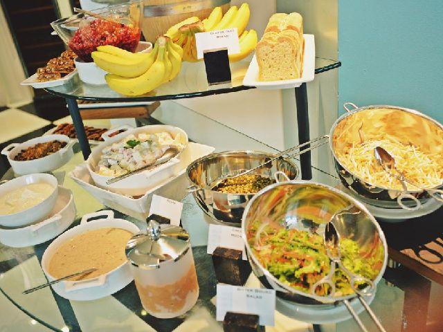 تتنوع الأطباق في بوفيه فندق الدومين البحرين