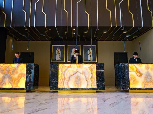 مكتب الاستقبال في فندق ذا غروف البحرين الجميل