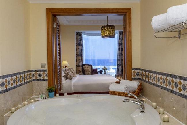 مرافق فاخرة في غُرف مُطلة على البحر بأفضل اسعار فنادق شرم الشيخ خمس نجوم