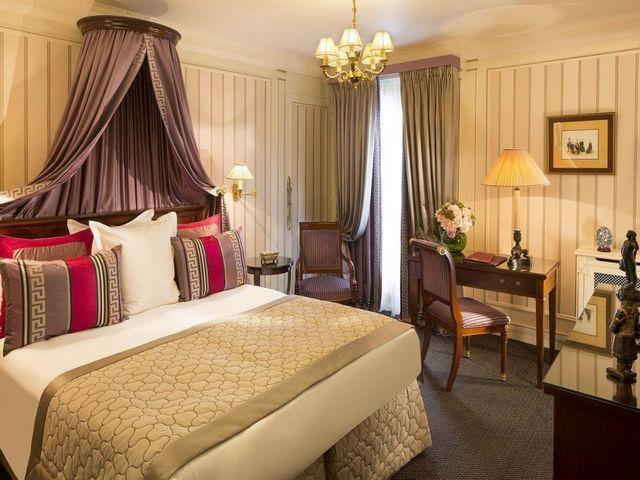 فندق نابليون باريس من اجمل الفنادق في باريس وأكثرها شاعرية