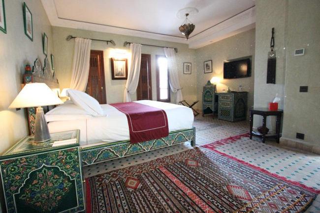 غُرف فسيحة وطراز مغربي راقي في الفنادق في طنجة