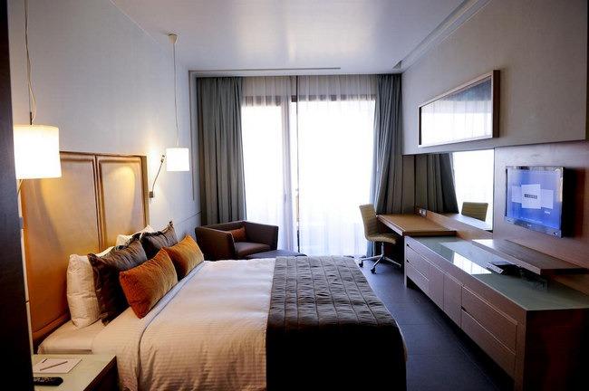 فندق في لبنان يمنحك إقامة مٌميزة بغُرف مفروشة برُقي.