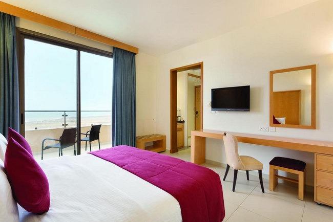 اجمل فندق في البحر الميت تتمتع بإطلالة جذابة من تراس جميل