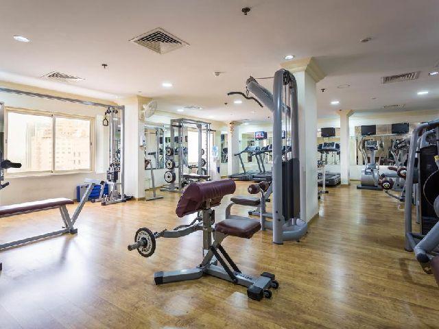 يتميز فندق سفير البحرين بوجود نادي رياضي للرياضيين المحبين لها