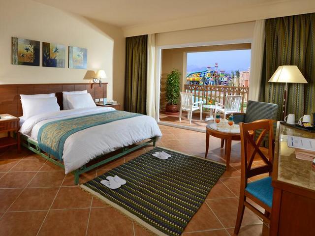 يتميز فندق شارمليون اكوا بارك شرم الشيخ بموقع مُميّز بالقُرب من الشاطئ