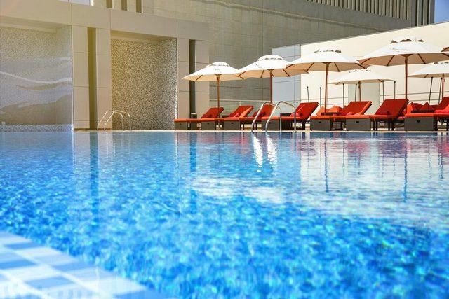 يقدم داون تاون روتانا البحرين خيارات عديدة للاسترخاء من بينها مسبح على سطح الفندق