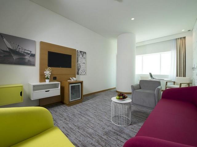 يقدم فندق إيبيس ستايلز المنامة المنطقة الدبلوماسية أماكن إقامة مع غرفة معيشة فسيحة ومجهزة بأحدث التجهيزات