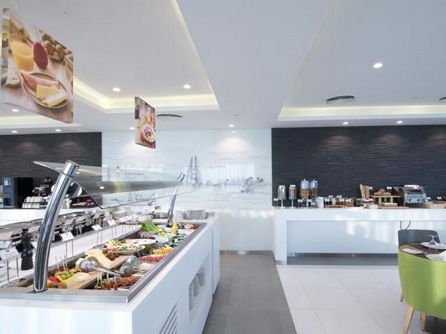 يوفر فندق ايبيس ستايلز المنامة مرافق مميزة منها المطعم الأمريكي المميز