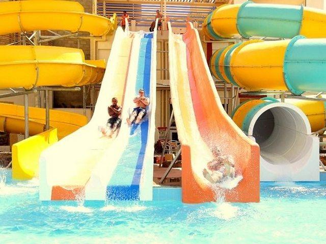 يضم فندق كينج توت اكوا بارك الغردقة العديد من الالعاب المائية والاكوابارك للكبار والصغار