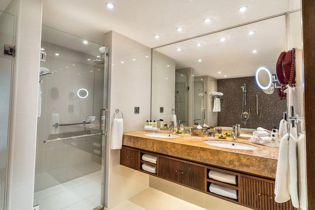 يقدم فندق الريجنسي البحرين انتركونتيننتال غرفاً مميزة بإطلالات على مدينة المنامة