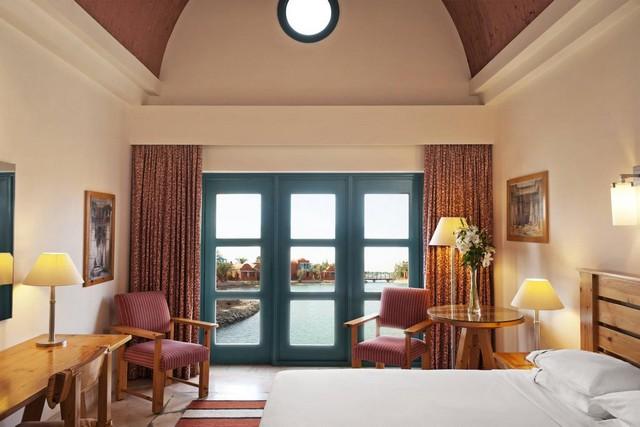 يُتيح فندق شيراتون الجونة الغردقة العديد من الغرف ذات التصميمات الراقية