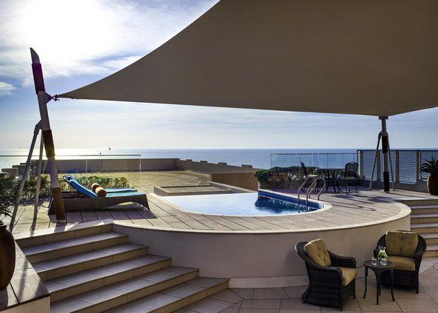 من أبرز ميزات فندق سوفتيل البحرين تقديمه أماكن إقامة مع مسبح خاص